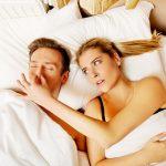 Skupaj sta močnejša - pomagajte svojemu partnerju, da preneha smrčati